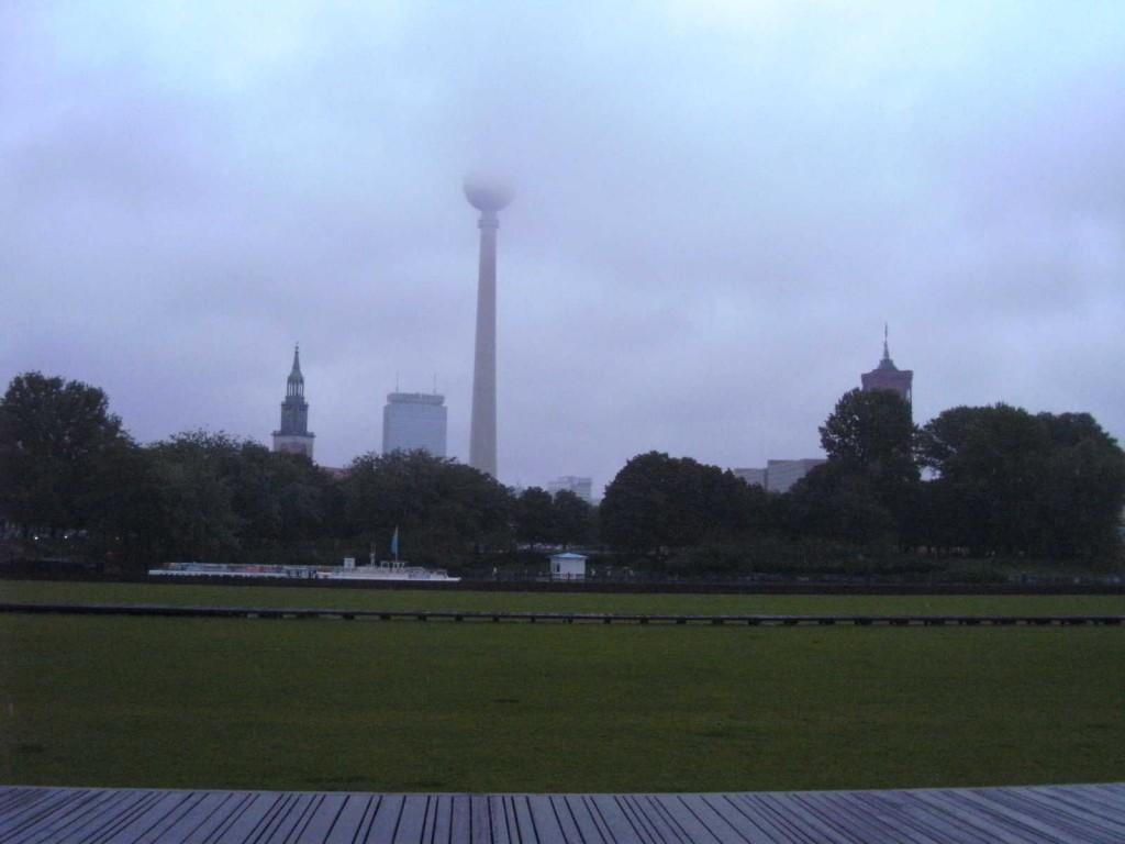 Berlin centre à la campagne et sous la pluie